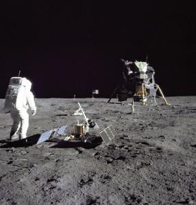 Aldrin ser tilbake på basen