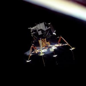 Eagle i omløp rundt Månen