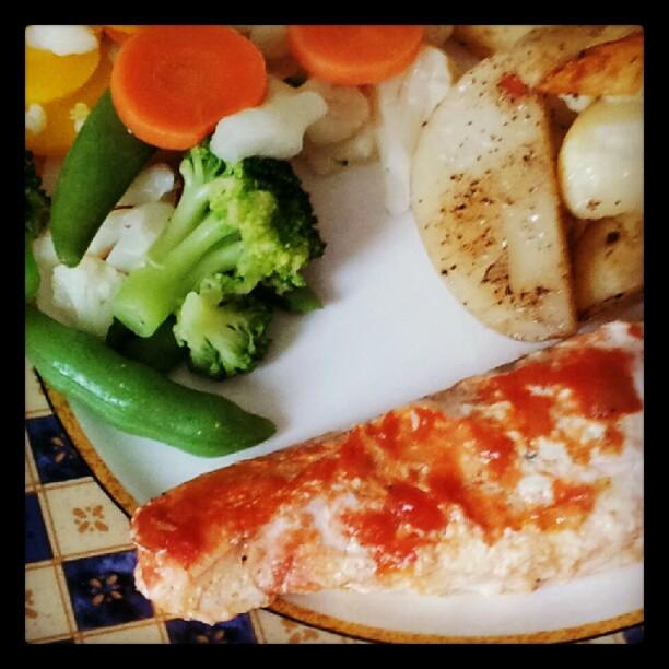Instagram: Blei inspirert av middagen @christinekrieg hadde her om dagen. Min variant er med laks, poteter og grønnsaker.