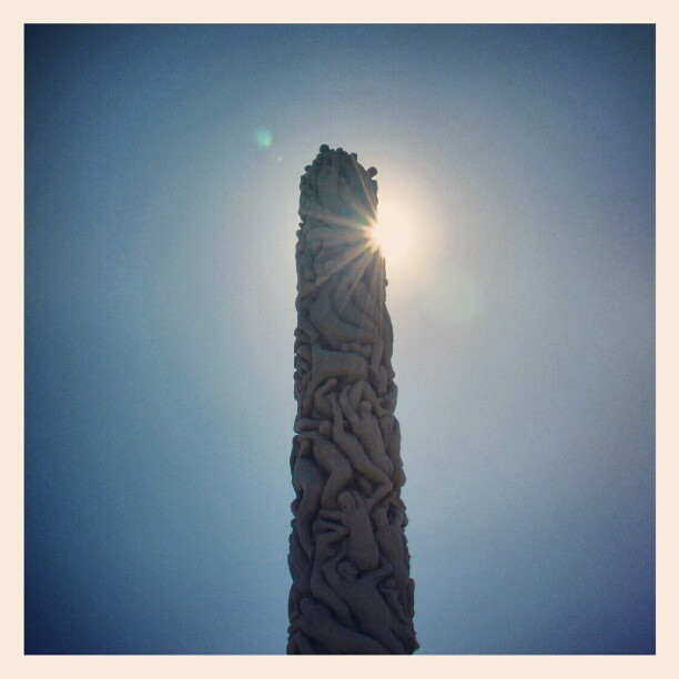 Instagram: #monolitten #frognerparken #vigelandsparken #statue #art #sun #sol #lensflare #flare #nikon #d5100 #oslo