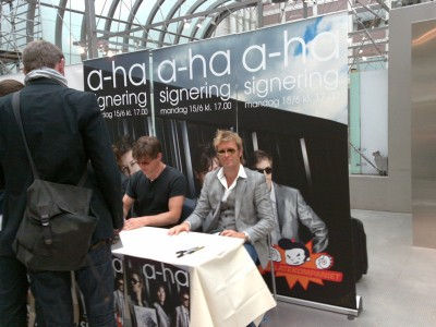 a-ha_signing_oslo_08